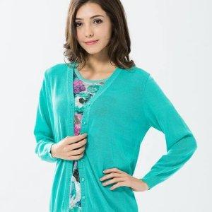 91607 素色長版外套的藍綠色,採用的是天然木質纖維Rayon,十分透氣